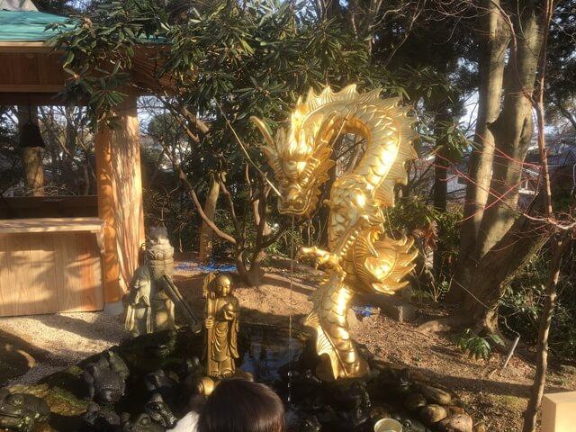 かえる寺の金色の龍