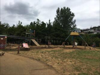 川崎市立子ども夢パークのプレーパークで子供も大喜びです。